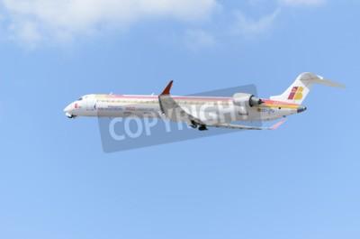 Fotomural MADRID, ESPANHA - 14 de junho de 2015: Aeronave -Bombardier Canadair CRJ-900-, de -Air Nostrum-companhia aérea, está decolando de Madrid-Barajas-Adolfo Suarez-aeroporto, em 14 de junho de 2015.