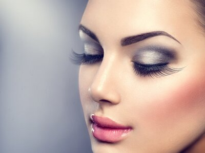 Fotomural Maquiagem de luxo elegante bonita. Cílios longos, pele perfeita