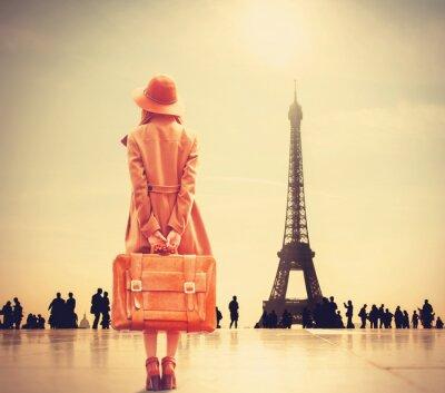 Fotomural Menina do Redhead com mala de viagem