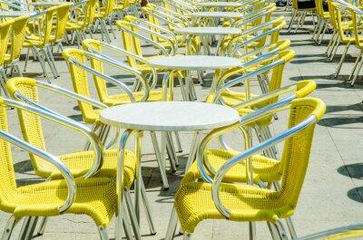 Fotomural Mesas vazias de café da rua
