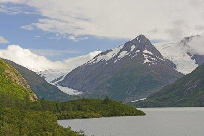 Fotomural Montanhas e geleiras em um vale remoto