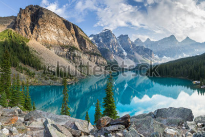 Fotomural Moraine lake with the rocky mountains panorama in the banff canada