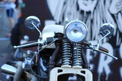 Fotomural Motocicleta velha do vintage com acentos do cromo e um farol