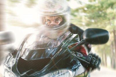 Fotomural Motociclista na estrada andando rápido