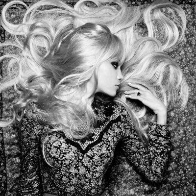 Fotomural Mulher bonita com cabelo magnífico