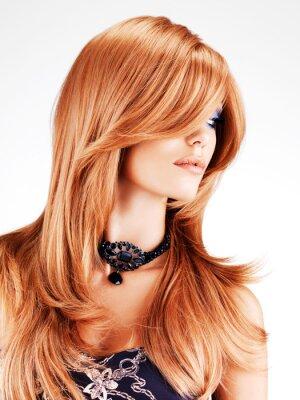 Fotomural Mulher bonita com longos cabelos vermelhos