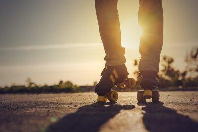 Fotomural Mulher da equitação patins em Ambiente Urbano
