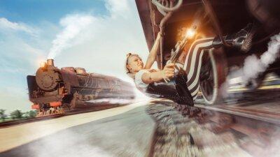 Fotomural Mulher sexy com a arma está tentando parar o trem.