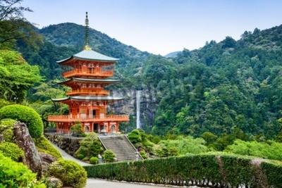 Fotomural Nachi, Japan at the pagoda of Seigantoji and Nachi no Taki waterfall.