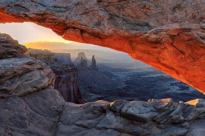 Fotomural Nascer do sol amarelo no vermelho arco do Mesa em Canyonlands National Park, Utah, EUA