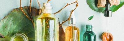 Fotomural Óleos homeopáticos, suplementos alimentares para a saúde intestinal Cosméticos naturais, óleos para cuidados com a pele sobre um fundo claro.