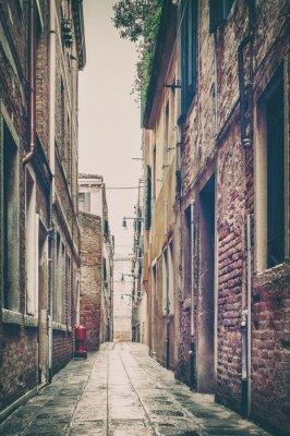 Fotomural Opinião velha da rua em Veneza, Italia.
