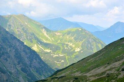 Fotomural Paisagem da montanha do verão. Picos verdes nas montanhas polonesas de Tatra.