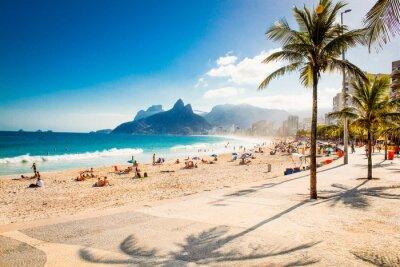 Fotomural Palmas e Dois Irmãos da montanha na praia de Ipanema, Rio de Janeiro