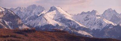 Fotomural Panorama de montanhas nevadas de Tatra na mola, Poland sul