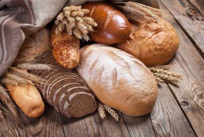 Fotomural Pão e orelhas em uma tabela velha
