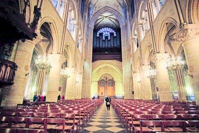 Fotomural Paris, França, 6 de fevereiro de 2016: interior de Notre Dame de Paris, um dos símbolos de Paris
