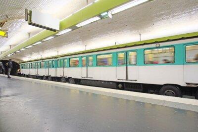 Fotomural Paris, France, 12 de fevereiro de 2016: trem do metro em Paris, France. Metro é transporte muito popular em Paris