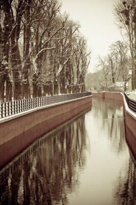 Fotomural Parque com rio e aterro coberto de neve