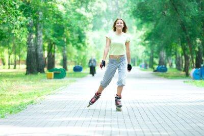 Fotomural Patins menina desportiva no parque patins inline skate em