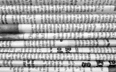 Fotomural Pilha de jornais em preto e branco