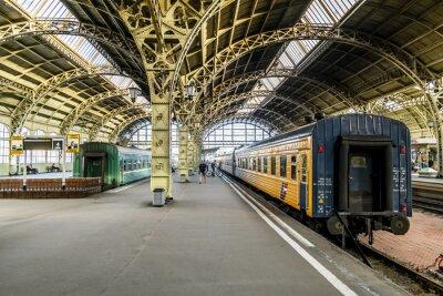 Fotomural Plataformas de trem na estação ferroviária Vitebsk.Saint-Petersburg.
