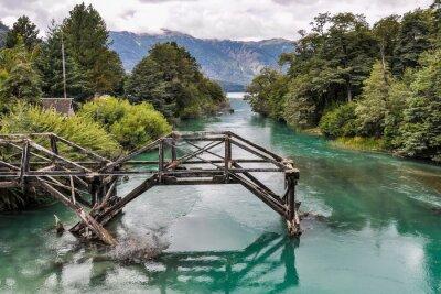 Fotomural Ponte abandonada, Estrada dos Sete Lagos, Argentina