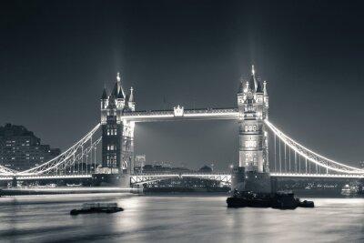 Fotomural Ponte da torre na noite em preto e branco