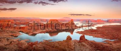 Fotomural Por do sol dourado no lago Powell, Utá, EUA.