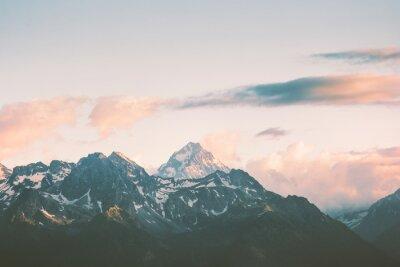 Fotomural Pôr-do-sol Montanhas picos e nuvens Paisagem Verão Viagem natureza selvagem vista aérea cênica.