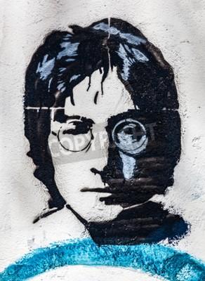 Fotomural PRAGA, REPÚBLICA CHECA - 29 DE ABRIL DE 2016: John Lennon Wall, retrato. A parede foi preenchida com grafites inspirados por Lennon e letras das músicas dos Beatles desde a década de 1980 como uma irr