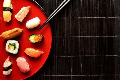 Fotomural Prato de sushi misto com pauzinhos