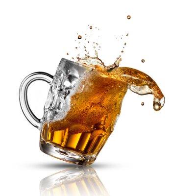 Fotomural Respingo Cerveja no vidro isolado no branco
