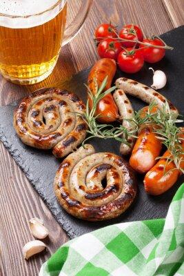 Fotomural Salsichas e caneca de cerveja grelhadas