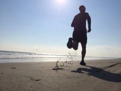 Fotomural Silhoette de homem correndo na praia
