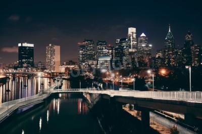 Fotomural Skyline de Philadelphfia na noite com arquitetura urbana.