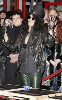Fotomural Slash, Ronnie James Dio e Terry Bozzio Induziram no RockWalk de Hollywood realizado no Guitar Center RockWalk de Hollywood em Hollywood, EUA, em 17 de janeiro de 2007.