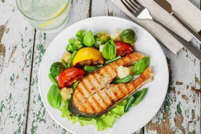 Fotomural steak grilled salmon with vegetables on a plate