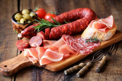 Fotomural Tapas espanholas - chorizo, salsichon, jamon serrano, lomo e azeitonas