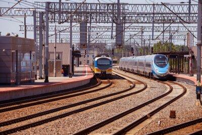 Fotomural Trem na plataforma da estação de comboio em Gdynia, Poland.