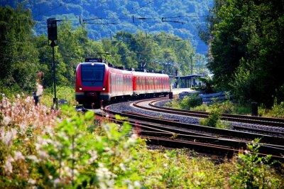 Fotomural Trem saindo da estação, saída