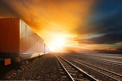 Fotomural Trens de contêineres do setor em execução em ferrovias rastrear contra beau