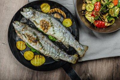 Fotomural Truta grelhada com legumes mediterrâneos