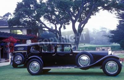 Fotomural Um Bugatti alongado em exposição no Pebble Beach Concours 35 D'Ellegance, 6 Bugatti Royales.
