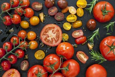 Fotomural Variedades de tomate em preto Overhead View