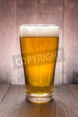 Fotomural Vidro da cerveja no fundo de madeira.