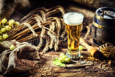 Fotomural Vidro de cerveja gelada fresca sem ajuste rústico. Alimentos e bebidas fundo