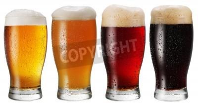 Fotomural Vidros da cerveja no fundo branco.