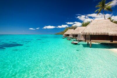Fotomural Villas na praia tropical com etapas na água