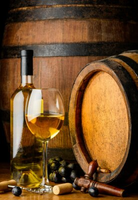 Fotomural Vinho branco no fundo barril de madeira